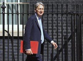 """Hammond: hará falta """"dar y recibir"""" para llegar a un acuerdo con la UE"""