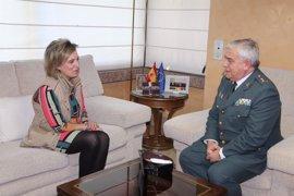 El nuevo general jefe de la Guardia Civil en CyL, Javier Sualdea, se presenta ante la delegada del Gobierno