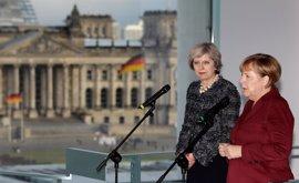 Merkel habla con May antes del inicio del proceso para el Brexit