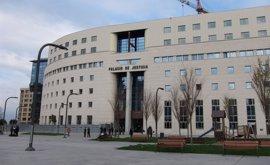 El TSJN confirma la condena al Ayuntamiento de Pamplona por no colocar en lugar preferente el retrato del Rey y banderas