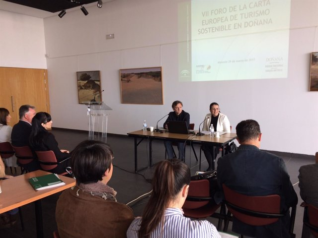 El consejero de Medio Ambiente, José Fiscal, en Almonte (Huelva).