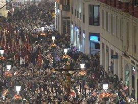 Alcalde de Málaga pide a comerciantes y hosteleros que apaguen los luminosos de las calles por donde pasan los tronos