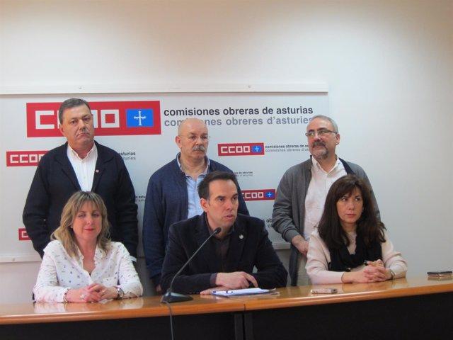 Zapico, abajo en el centro, presenta su candidatura.