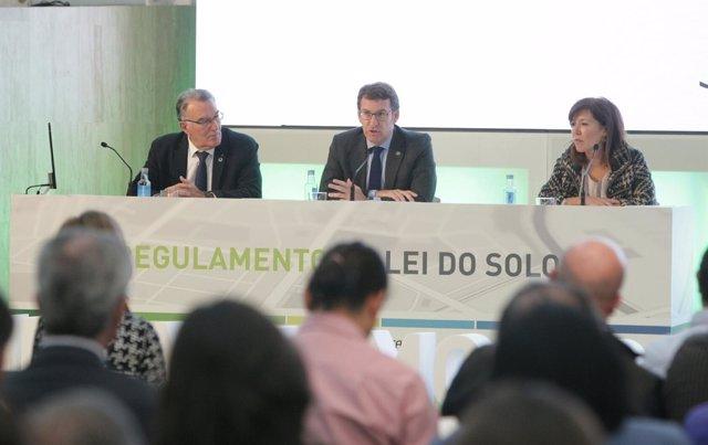 Feijóo, Beatriz Mato y Alfredo García en las jornadas de urbanismo