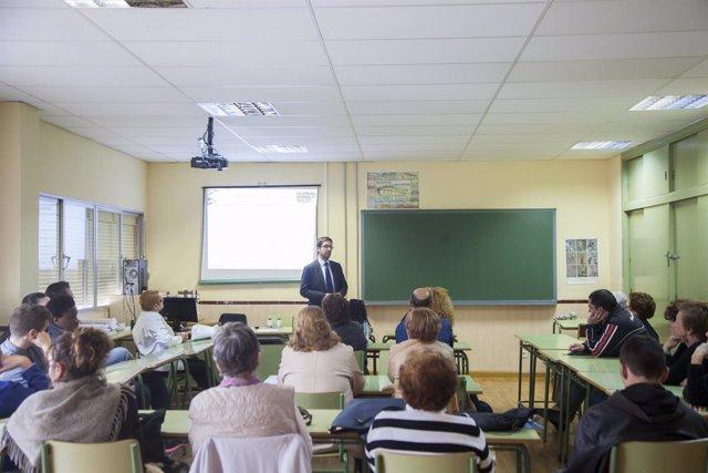 Edufinet educación financiera adultos clase unicaje estudiantes málaga