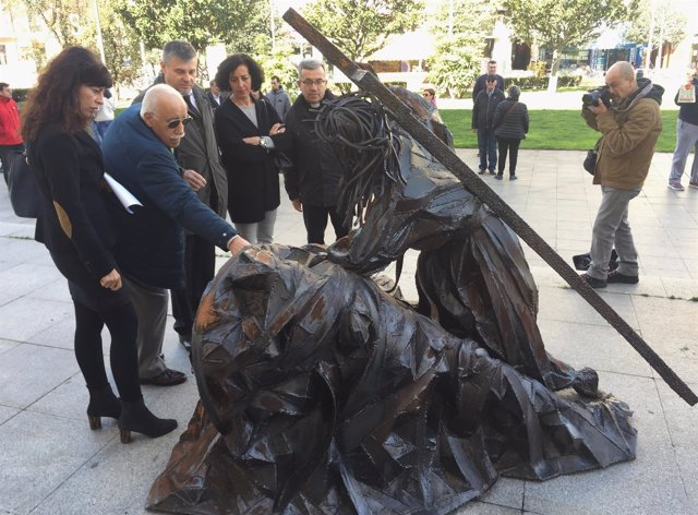 Escultura de Raimundo Rubal en la Plaza de Portugalete