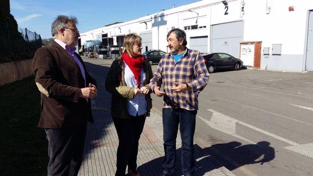 La alcaldesa con el director del CIMA y el concejal de Medio Ambiente