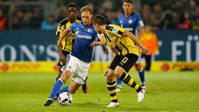 Benedikt Howedes en el Borussia Dortmund - Schalke 04