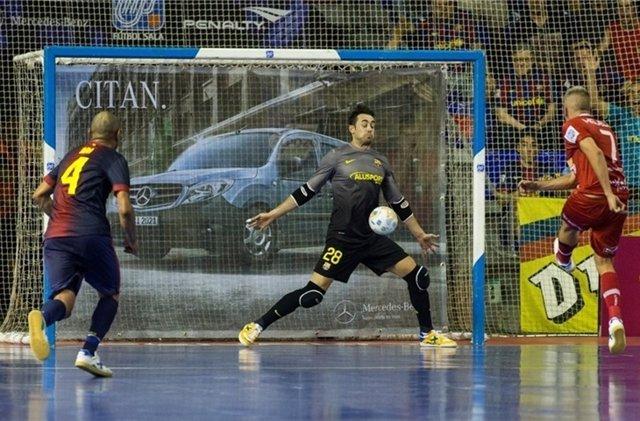 Paco Sedano ante Miguelín en el FC Barcelona-ElPozo