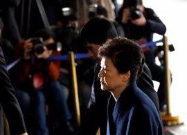 La expresidenta de Corea del Sur llega al tribunal que tomará una decisión sobre su detención