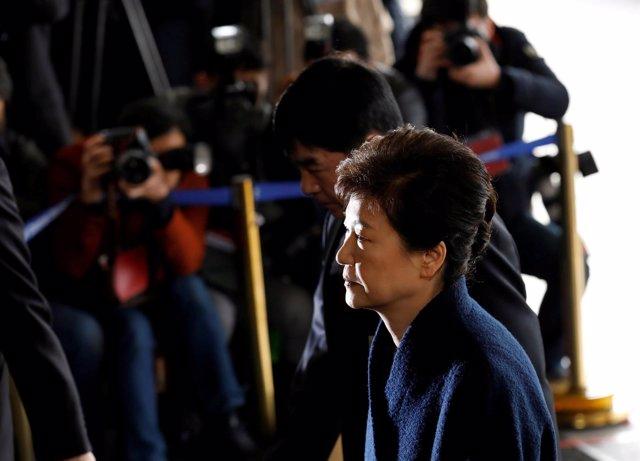 Park Geun Hye llega a la oficina del fiscal en Seúl
