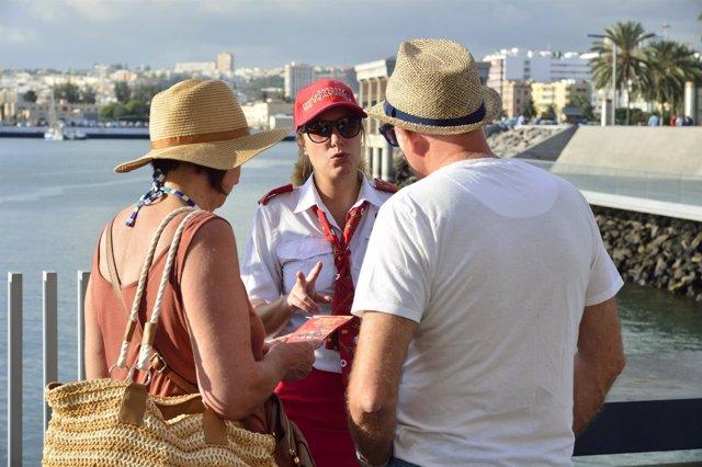 Cruceristasen el muelle de Santa Catalina del Puerto de Las Palmas