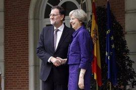 La primera ministra británica llama a Rajoy para comentar la carta que notifica el Brexit a la UE