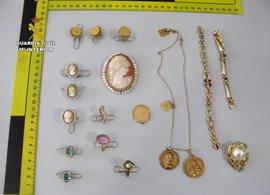 Detenida una empleada por robar 60.000 euros en joyas en la casa donde trabajaba en Puerto Mazarrón