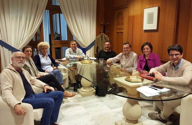 La alcaldesa y el delegado de Turismo reunidos con el movimiento ciudadano
