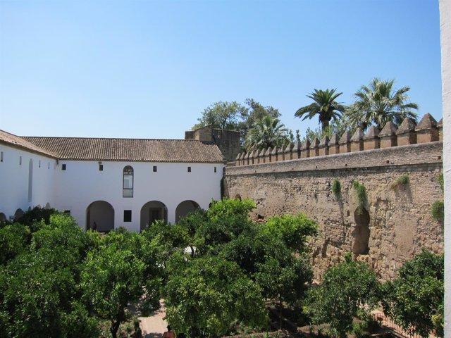 Uno de los patios del Alcázar de los Reyes Cristianos