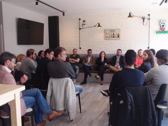 Imagen del encuentro de Gamarra con emprendedores