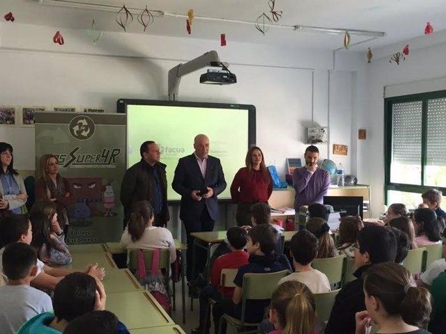 Ruiz (centro) y Barbero en su visita al CEIP Ruperto Fernández Tenllado
