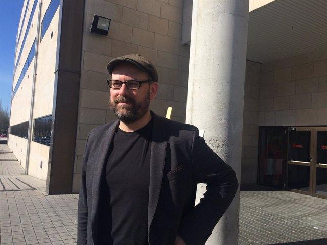 Martiño Noriega en la asamblea de Anova en Pontevedra