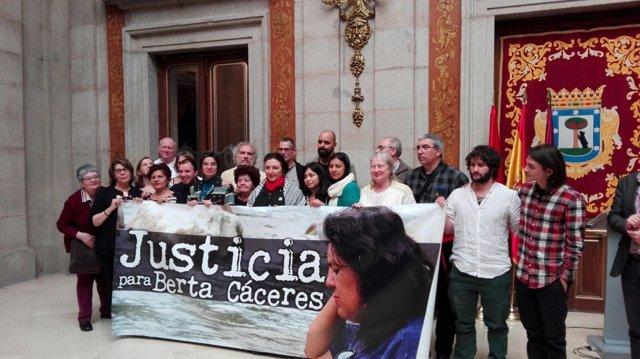 Homenaje a la activista Berta Cáceres en Plaza de la Villa