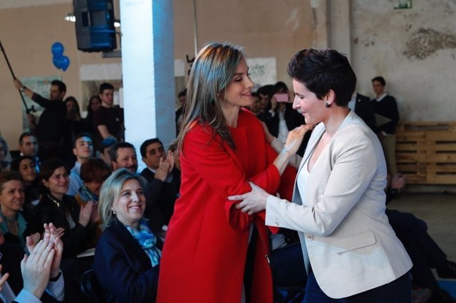 La Reina Letizia premia la labor en favor de niños autistas de Miriam Reyes