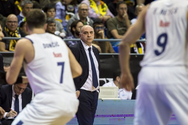 Laso mira a Doncic (Real Madrid)