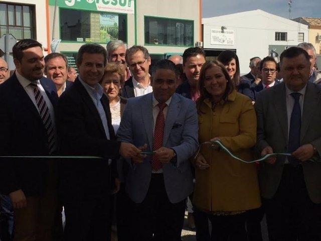 Carrillo y Zurera (dcha.) durante la inauguración de la feria