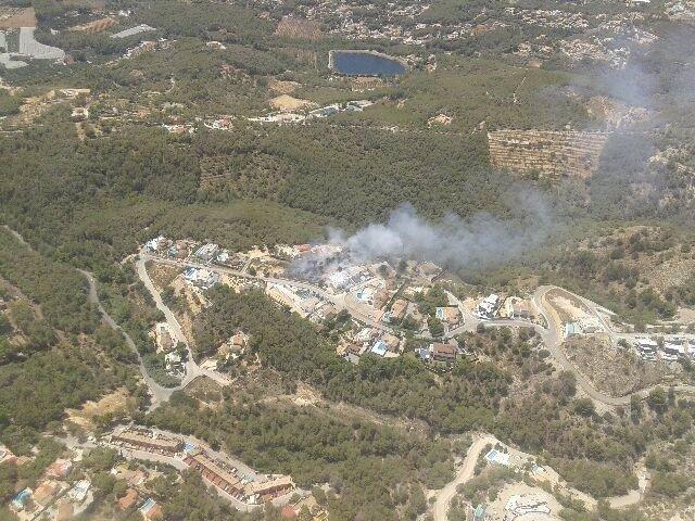 Visión aérea de archivo de un incendio forestal