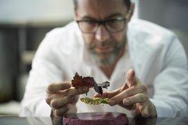 Quique Dacosta comparte fogones con el suizo Andreas Caminada en su gira europea