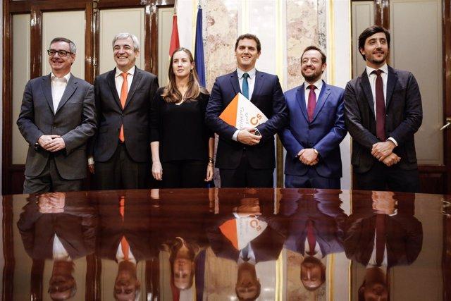 Rivera, con el equipo económico de Ciudadanos en el Congreso