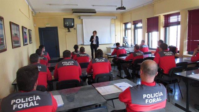 Una de las sesiones de formación a los policías forales