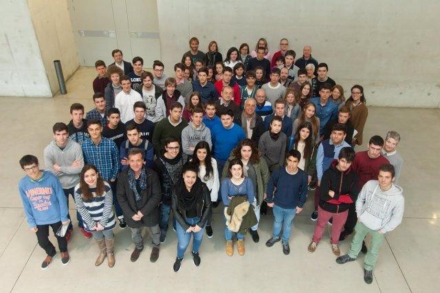 Alumnos y profesores de los centros participantes en la IV Olimpiada de Historia
