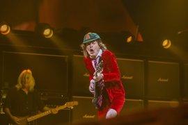 Angus Young cumple 62 años: su eléctrica carrera en 5 canciones