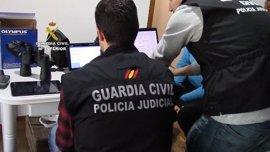 La Guardia Civil identifica a diez menores víctimas de contenidos pedófilos en una operación con 102 detenidos