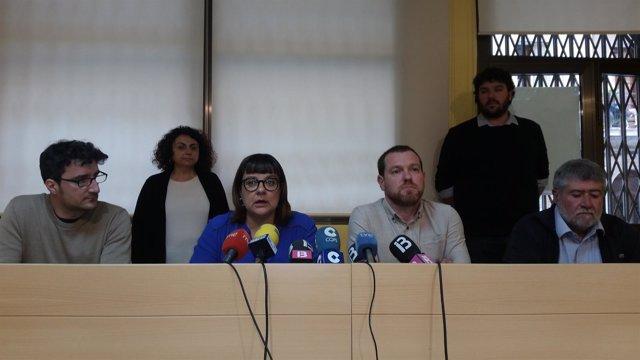 Bel Busquets y David Abril junto a otros representantes de MÉS per Mallorca