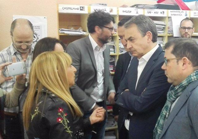 Zapatero conversa con docentes del IES Tirant lo Blanch