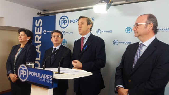 Hernando (PP), en rueda de prensa en Almería