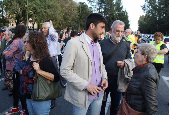 Sánchez y Torrijos en la concentración.
