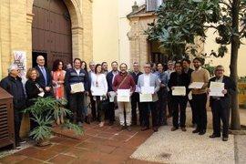 La Junta entrega 12 distintivos a artesanos de Córdoba ara distinguir su trabajo e identificar sus talleres