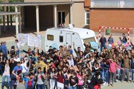200 estudiantes transforman una caravana en consulta móvil para asistir a refugiados en Grecia