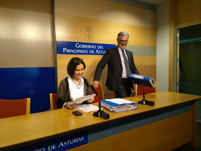 La consejera de Hacienda, Dolores Carcedo y el dir gral de Presupuestos