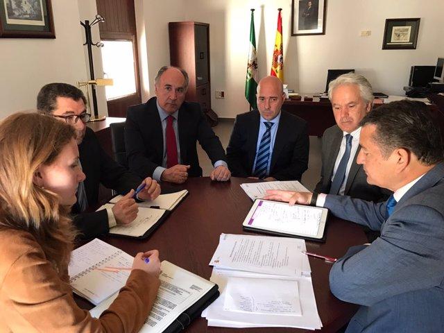 Sanz en reunión en Algeciras