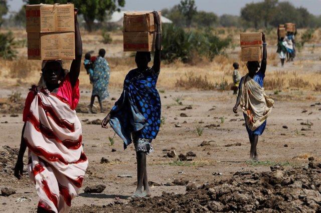 Mujeres con ayuda alimentaria del PMA en Sudán del Sur