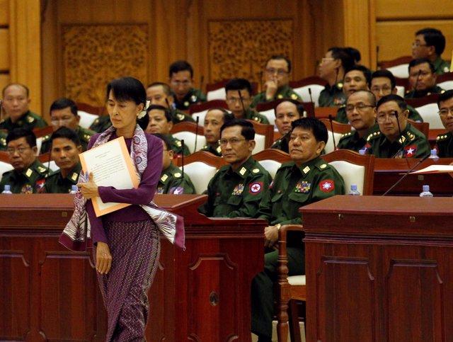 Aung San Suu Kyi en el Parlamento birmano