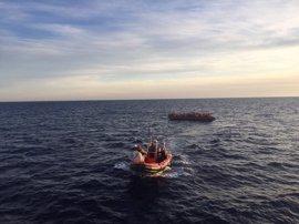 La ONG Proactiva Open Arms inicia el rescate de 250 personas en el Mediterráneo