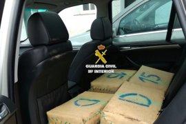 Intervenidos 556 kilos de hachís en una actuación en la A-7 con dos detenidos