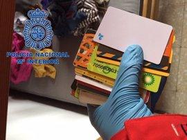 La Policía desarticula una organización que estafó 1,5 millones de euros mediante tarjetas clonadas