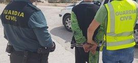 Detenidas dos mujeres y un hombre por robar a ancianos ofreciendo favores sexuales