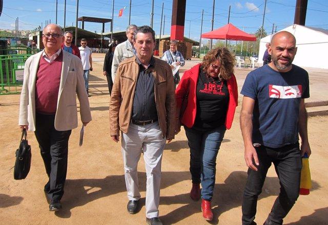 Centella (2º izda.) camina junto a Icea (izda) y otros dirigentes del PCE