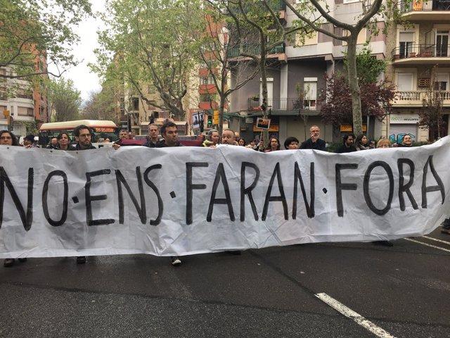 Vecinos de Sant Antoni se manifiestan contra la presión turística en el barrio